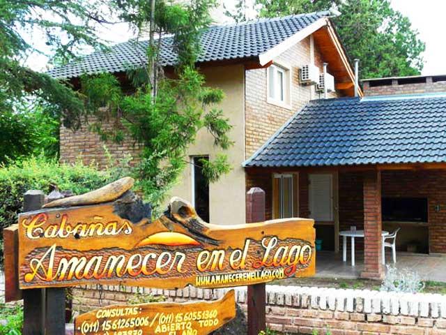 01 Cabañas Amanecer en el Lago Villa del Dique - Cabañas.com
