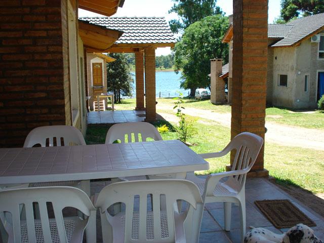 03 Cabañas Amanecer en el Lago Villa del Dique - Cabañas.com