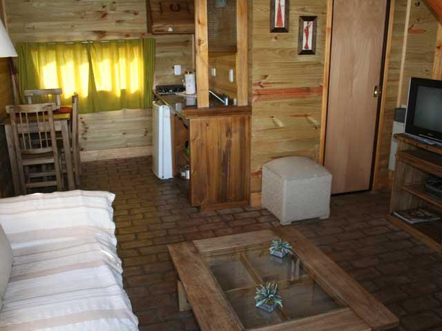 cabaniasinteriorbaniocomunch Cabañas del Arroyo Luján, alojamiento en Cabañas