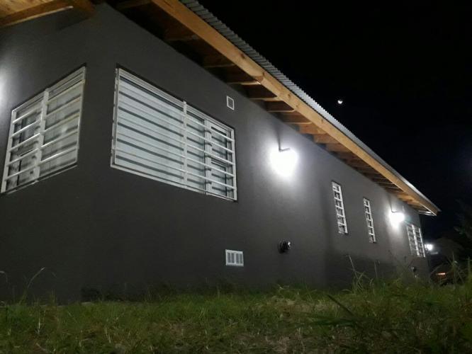 exteriornoche3 Brisas De Gesell Alojamiento en Villa Gesell - Cabañas.com