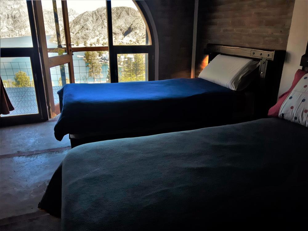 habitación camas individuales y cucheta